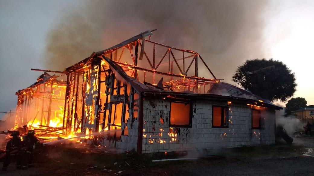Ancud: En prisión preventiva queda imputado por incendio de iglesia San Francisco